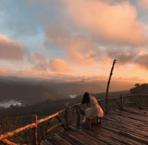 cách đi cầu gỗ săn mây