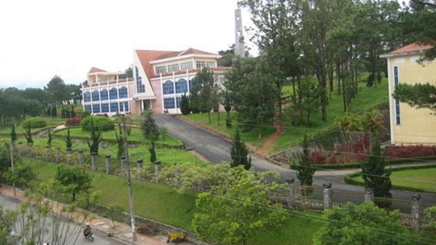 Đường Vào trường Đại học Đà Lạt