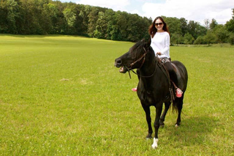 Cưỡi ngựa tại Hồ Tuyền Lâm