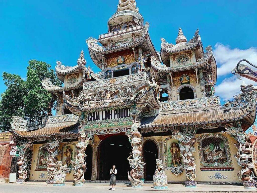 Check in chùa Linh phước