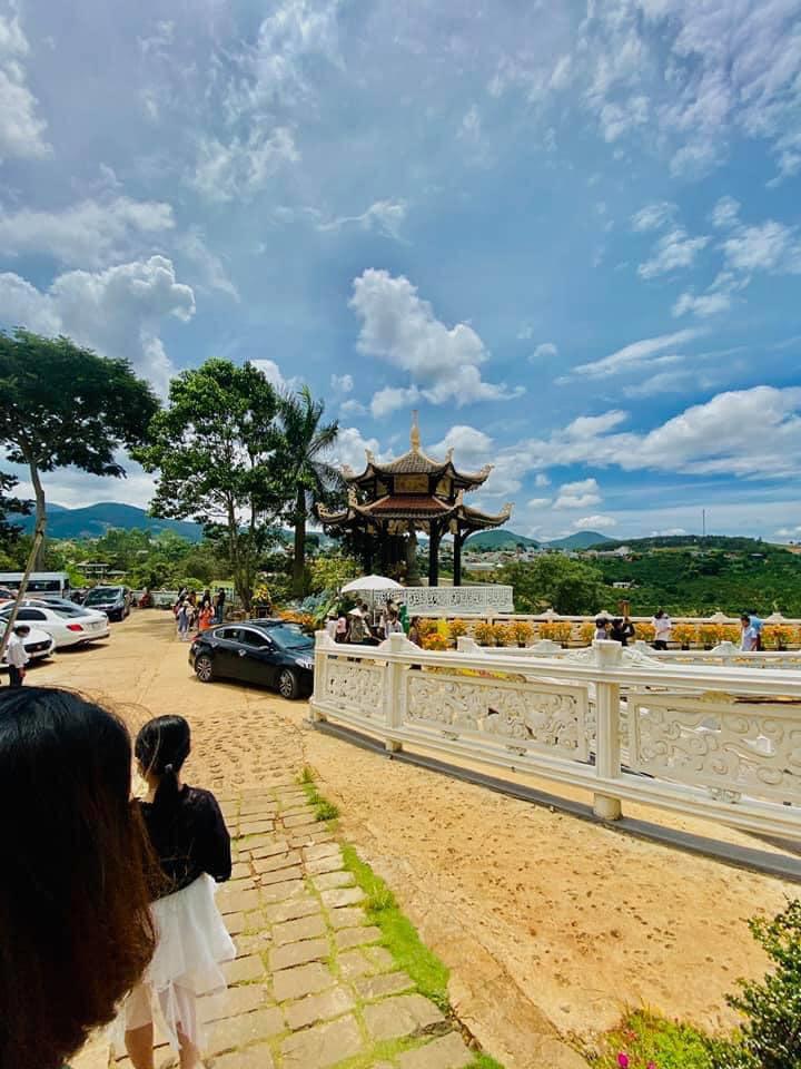 Không gian chùa Linh Ẩn Tự
