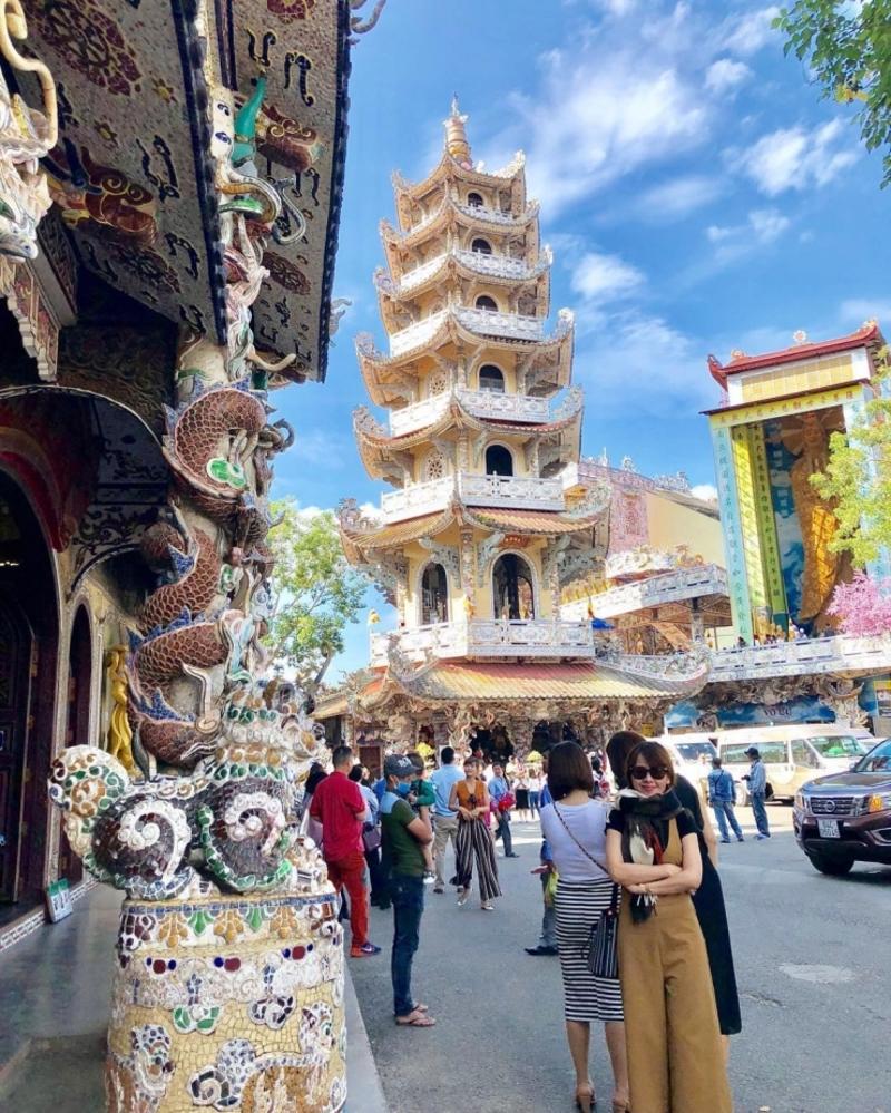 Tham quan chùa Linh Phước