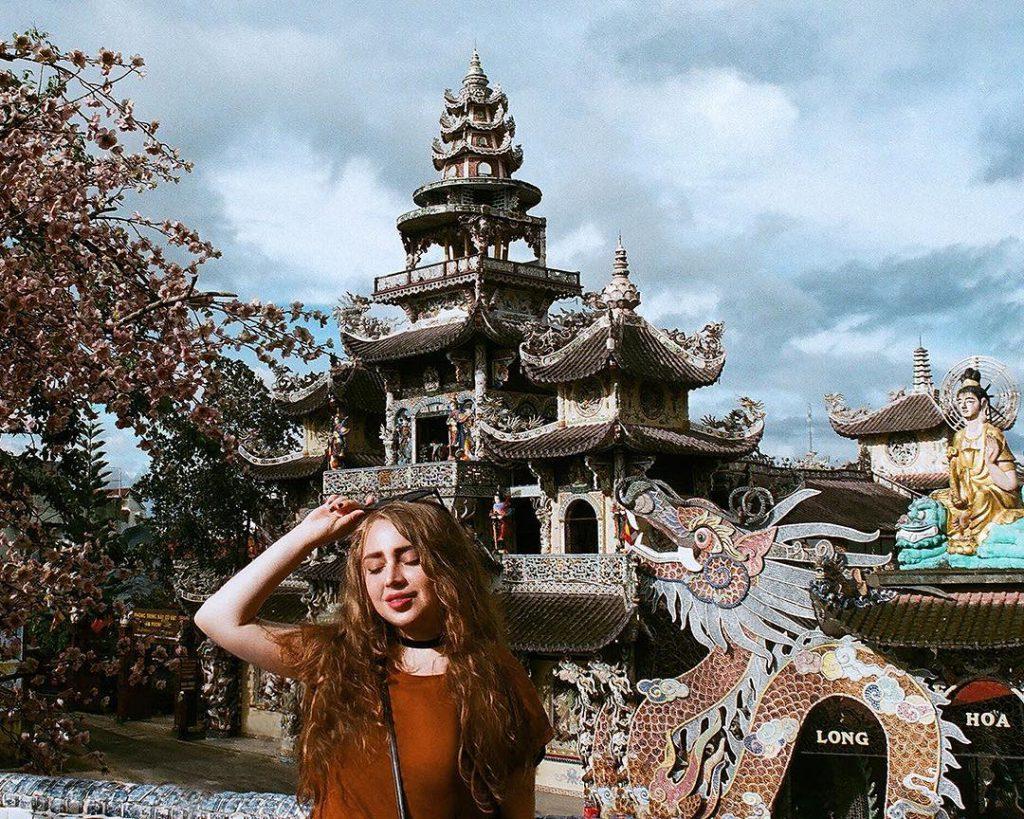 Tour tham quan chùa Linh Phước Đà Lạt